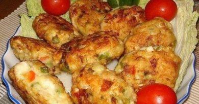 Простые куриные котлетки с овощами