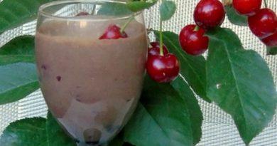 Вишнево-молочный коктейль с какао