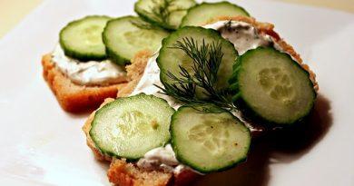 Бутерброды «Агния» с консервированной горбушей и огурцом