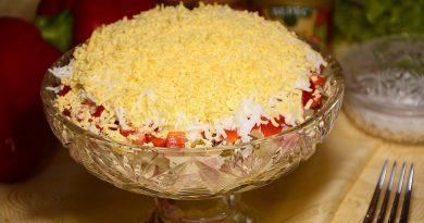Яркий и сочный салат с ветчиной и болгарским перцем! А вкусный какой!