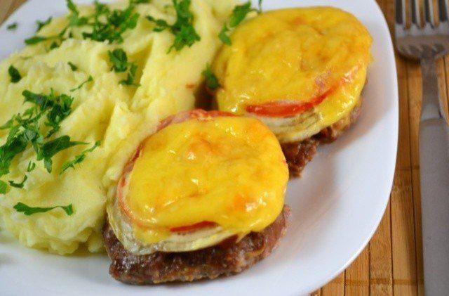 Котлеты (с овощами и сыром) в духовке