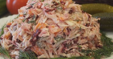 Овощной салат с курицей. Не понять, из чего это приготовлено