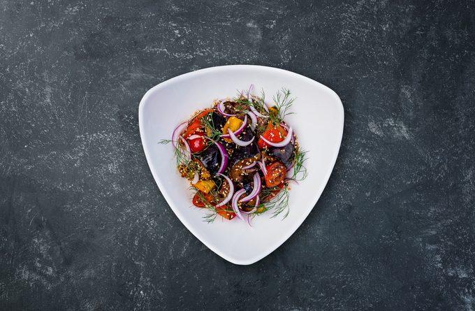 Салат из баклажан: 5 причин его съесть и 5 способов сделать это вкусно