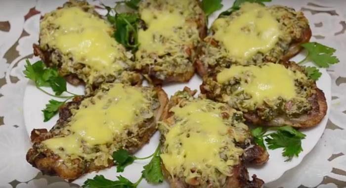 Мясо по барски с маринованными огурцами: готовим в духовке
