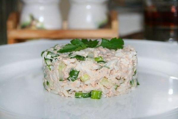 Салат «Рыбный» с сухарями