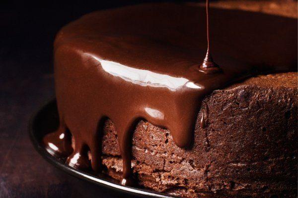 Самый шоколадный торт в мире: коржи мягкие и нежные, пропитанные насквозь шоколадным кремом