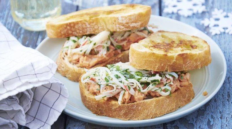Бутерброд (с крабовой пастой) на завтрак