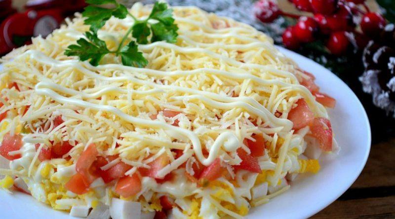 Слоёный салат (с крабовыми палочками)
