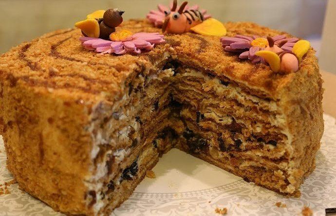 """Медовый торт """"Пчелка"""" (с черносливом)"""