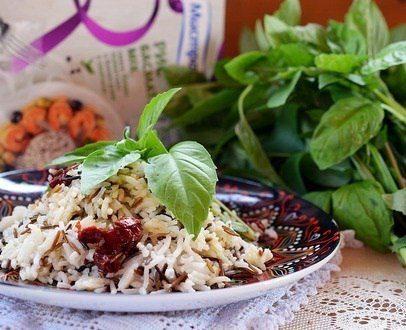 Рис (с базиликовой заправкой и вялеными томатами)