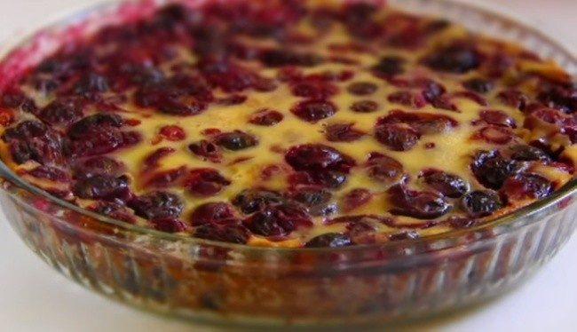 Французский десерт: нежный пирог с вишней. Придется всем по вкусу.