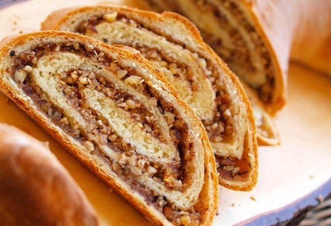 Рулет (с грецкими орехами и мёдом)