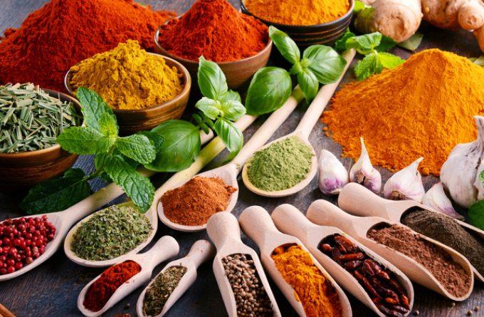 9 специй, которые дарят вкус и улучшают пищеварение