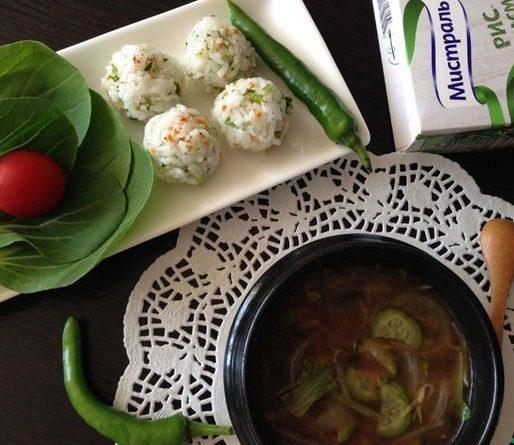 Корейский мисо-суп (с рисовыми шариками)