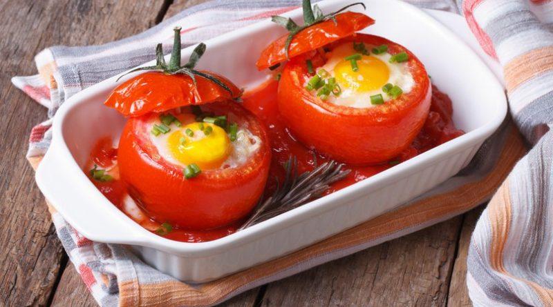 Помидоры фаршированные яйцами на завтрак