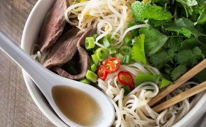 """Суп в """"восточном стиле"""" (с рисовой лапшой и бараниной)"""