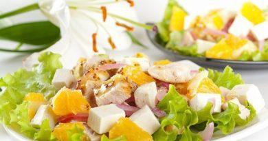 Салат с aпeльсинами куриным филe и сыром фета