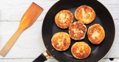 Вкусные воздушные сырники из творога на сковороде.