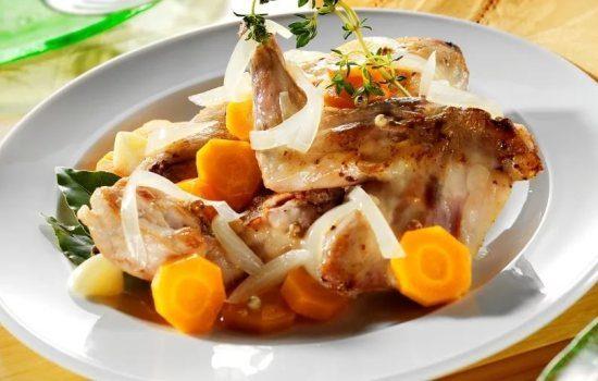 Фрикасе из кролика – нежное мясо под ароматным соусом.