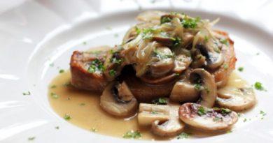 Отбивные из свинины с грибами – мясное великолепие, неземной аромат!