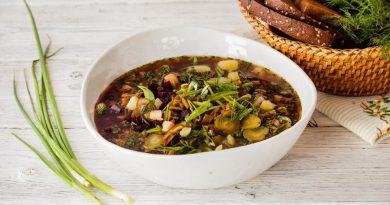 Грибной суп с огурцами и хреном на квасе