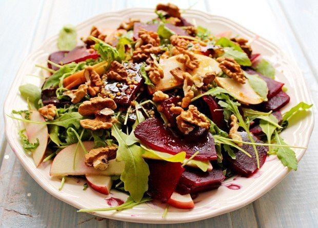 Салат с яблоком, свеклой и грецкими орехами