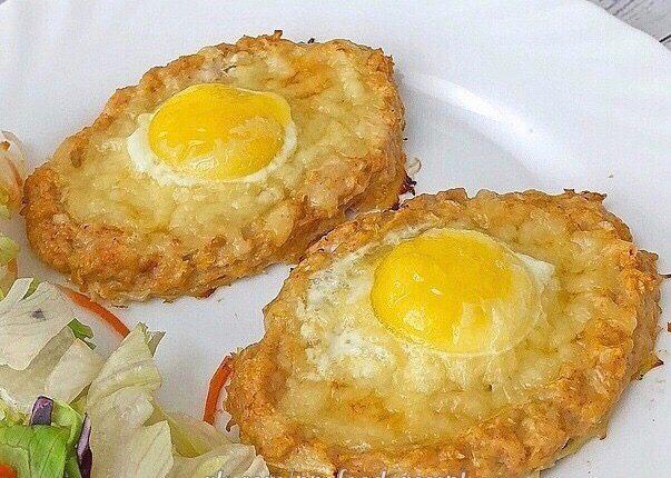 Мясные лодочки с сыром и яйцом