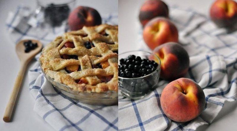 Пирог-решетка с персиково-черничной начинкой