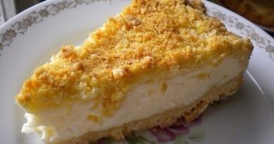 Пирог великолепный! Не очень жирный, то что нужно к чаю!