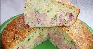 Заливной пирог с колбасой и сыром.
