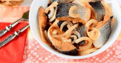 Удивительно вкусная селедка по корейски. Очень долго искала этот рецепт, но дело того стоило))) Попробуйте, не пожалеете.