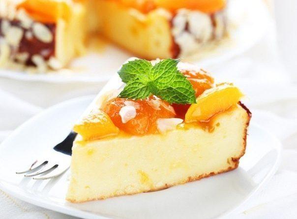 Эта творожная запеканка - отличная находка для тех, кто сидит на диете, но не представляет свою жизнь без десертов. Легкая и вкусная, она станет прекрасной заменой пирогам и тортикам. Попробуйте!