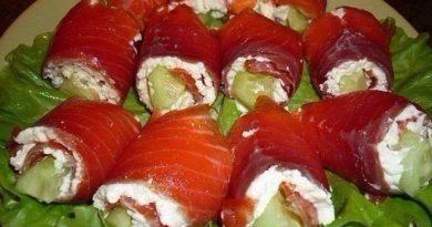. Рулетики из лосося со сливочным сыром