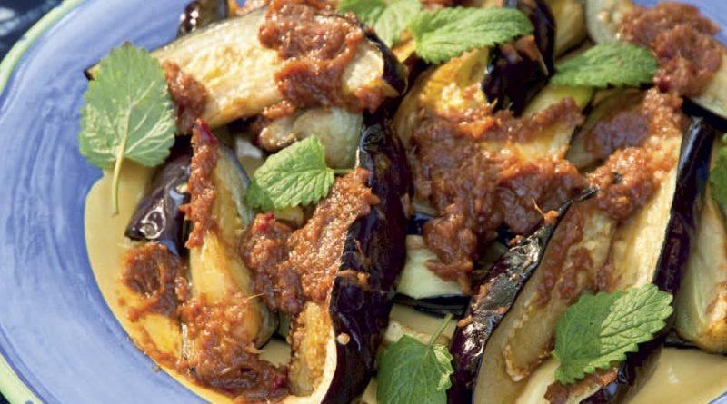 Жареные баклажаны с чесночным соусом