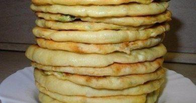 Хачапури с сыром и яйцом