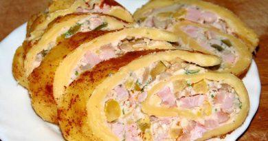 Обалденный рулет из сыра, ветчины и шампиньонов. Оригинально и вкусно.