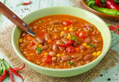 Острый мексиканский суп с индейкой, фасолью и шоколадом