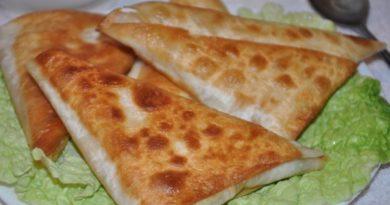 Нет ничего проще чем приготовить эти замечательные и сытные пирожки. Все что вам понадобится это армянский лаваш, сыр и ветчина.