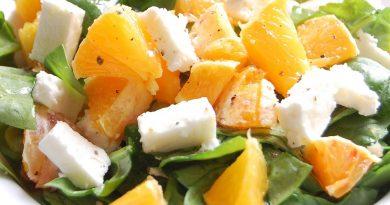 Салат с апельсинами куриным филе и сыром Фета