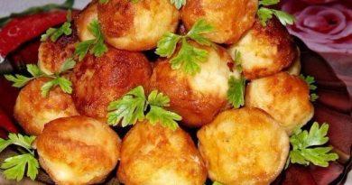 Картофельные шарики — интересное и необычное блюдо, которое может подаваться как самостоятельно, так и в качестве гарнира для блюд из мяса или рыбы.