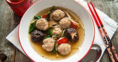 Азиатский суп с митболами