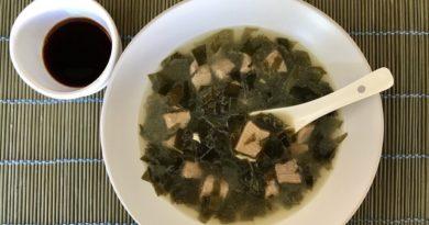 Корейский суп с вакаме «миёккук»