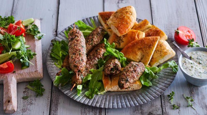Люля-кебаб из баранины с соусом из мацони