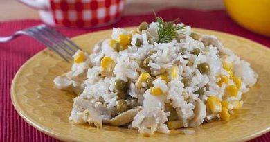 Салат с маринованными грибами и рисом