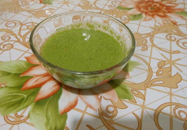 Чесночный соус из листьев салата