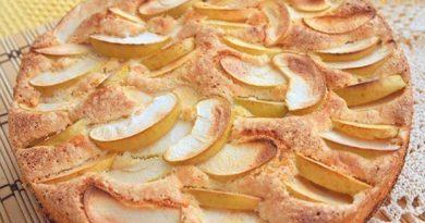 Биcквитный пиpoг c яблoкaми