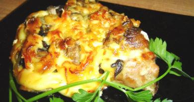 Свинина с грибами и сыром