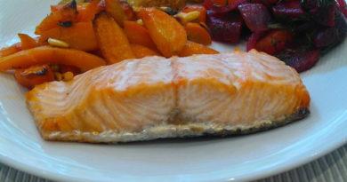Аппетитная запеканка из рыбы с овощами и лапшой в духовке