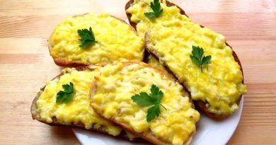 Горячие бутерброды с плавленным сыром и чесноком