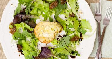 Десертный салат с грушей и сыром бри